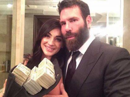 dan bilzerian showing a wad of cash1 1482490740 355061