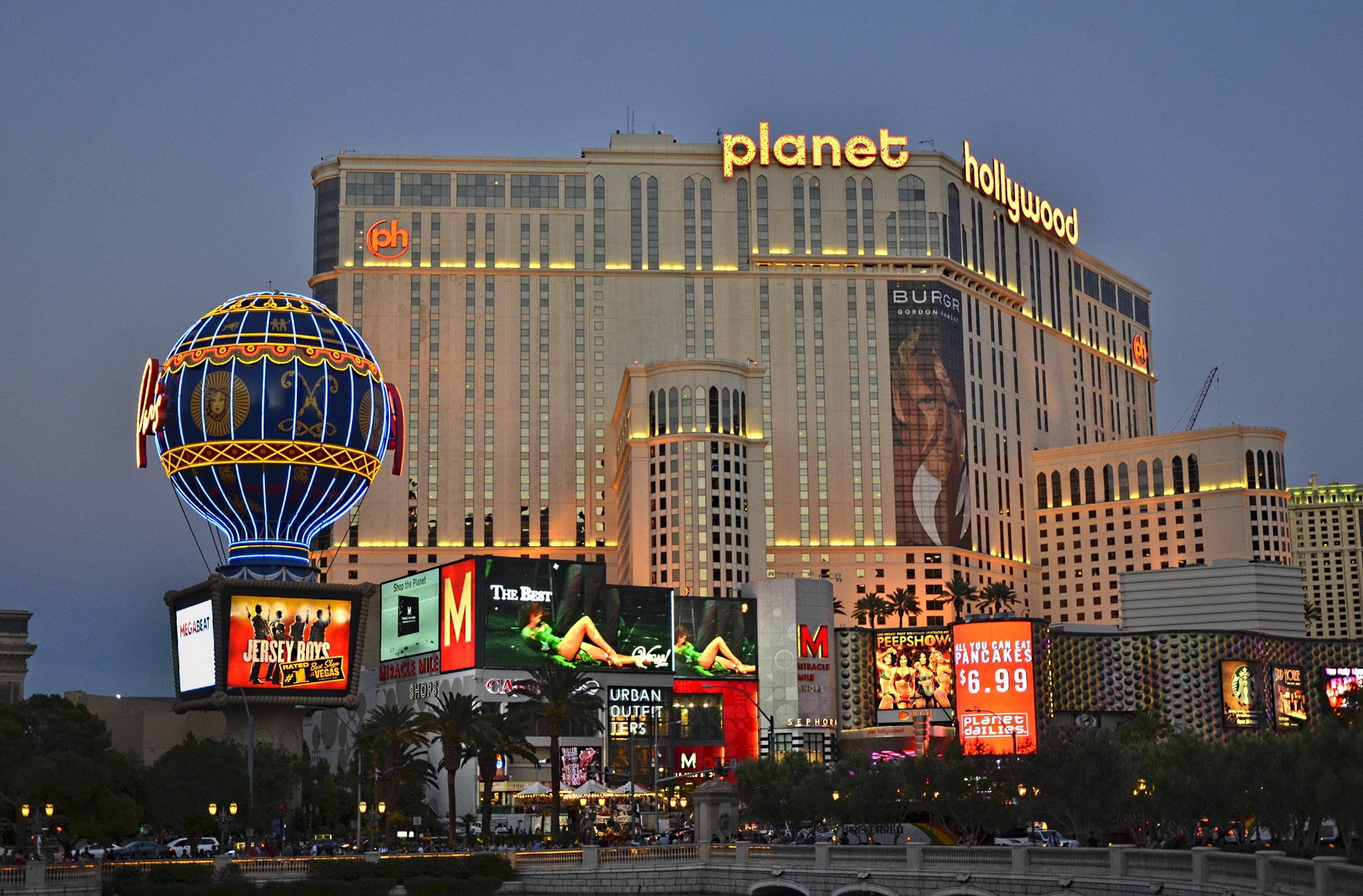 Live poker makes a slow comeback in Vegas and Atlantic City
